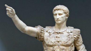 Quién fue el primer emperador romano