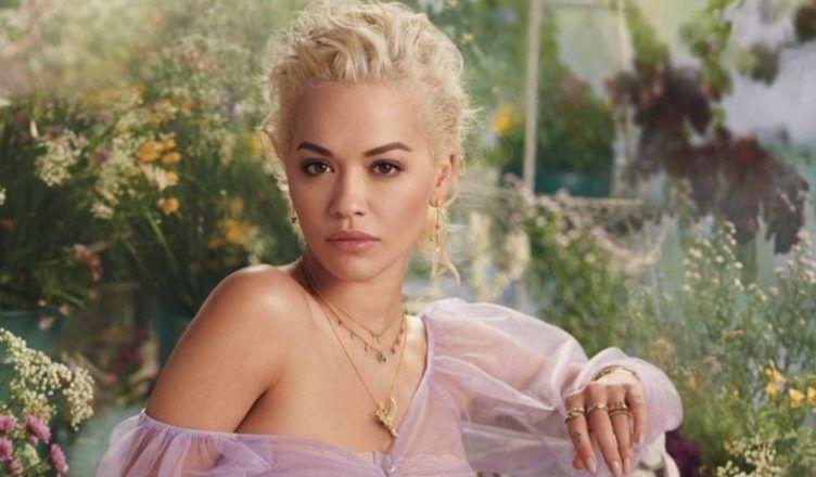 A Rita Ora le llueven las críticas por lo que hace en su videoclip
