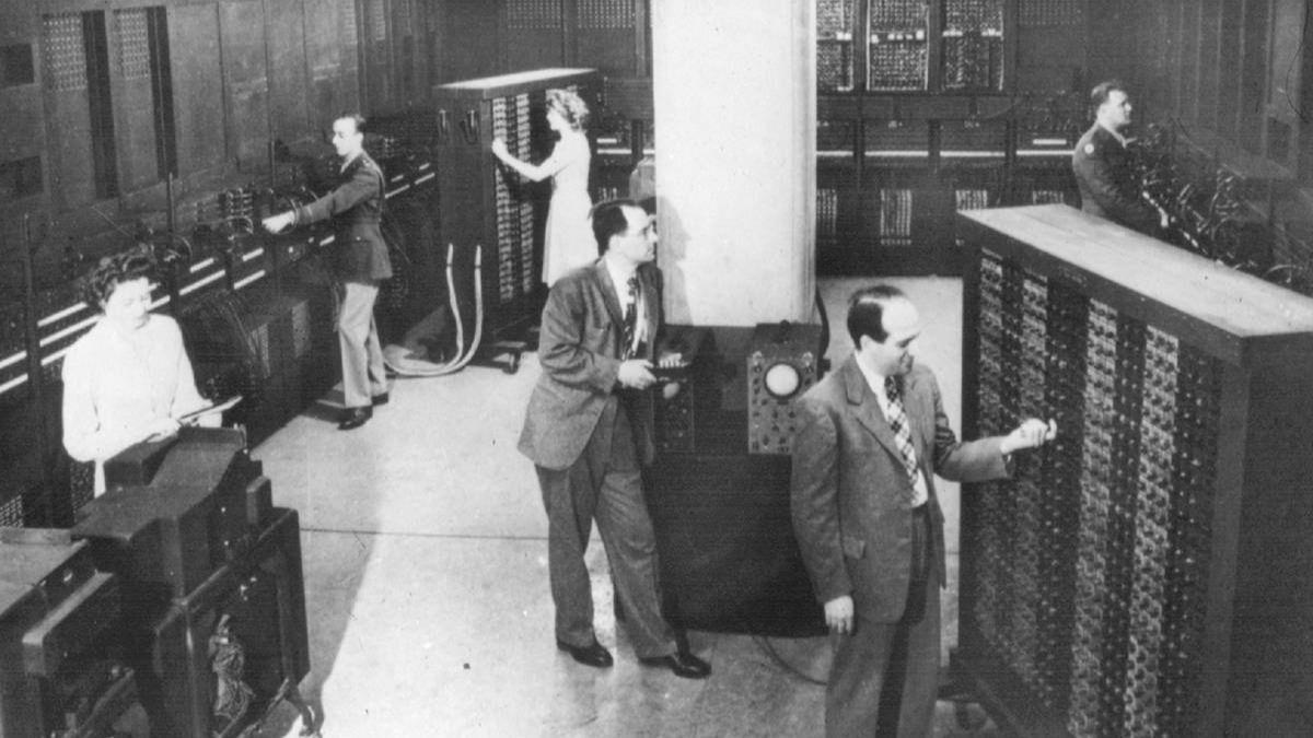 """Así fue el primer ordenador electrónico de la historia, un """"gigante"""" de 27 toneladas"""