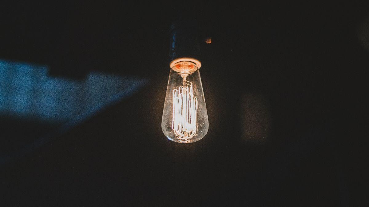 La factura de la luz se abarata un 21% en febrero