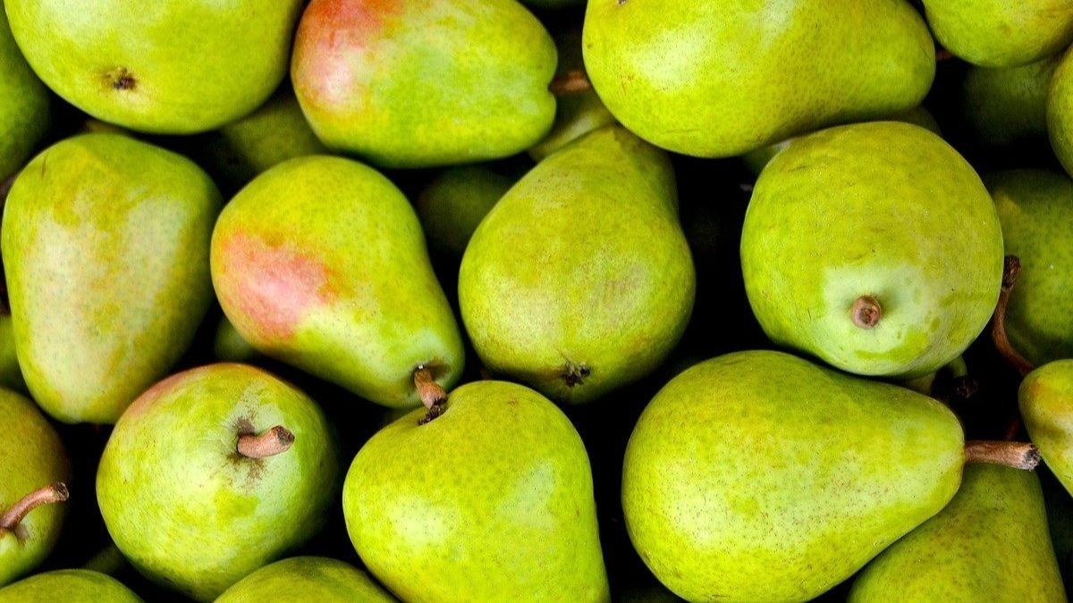 5 frutas que es mejor comer sin pelar para aprovecharlas al máximo