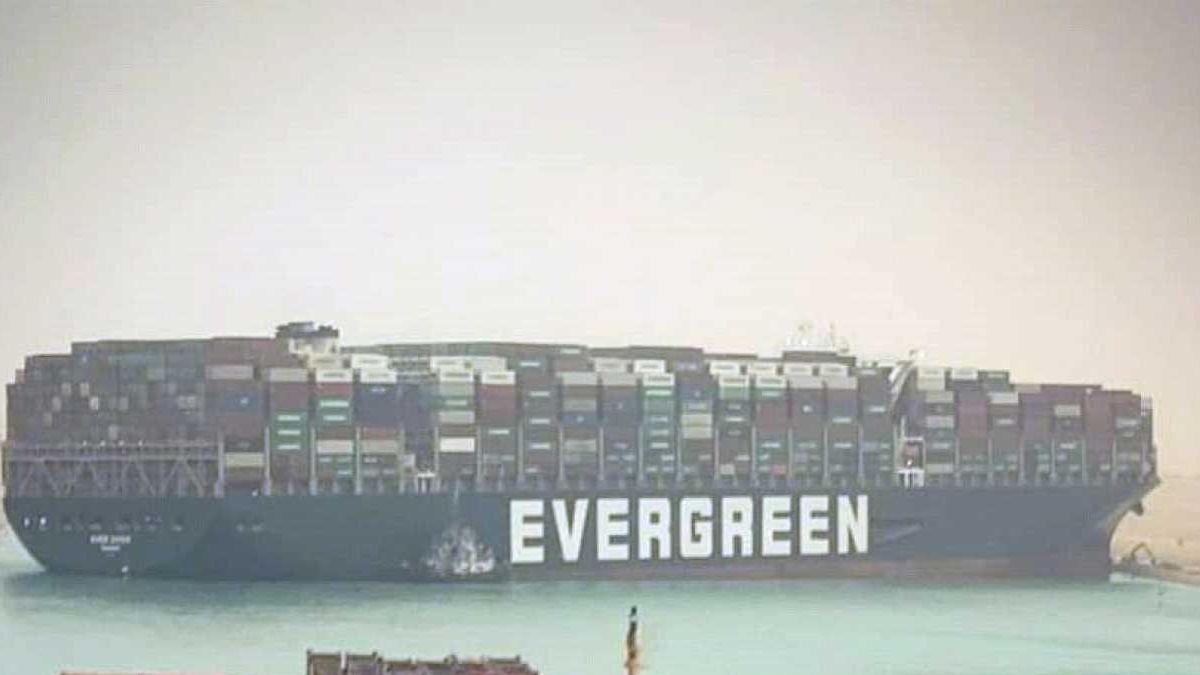 Buque encallado Canal Suez