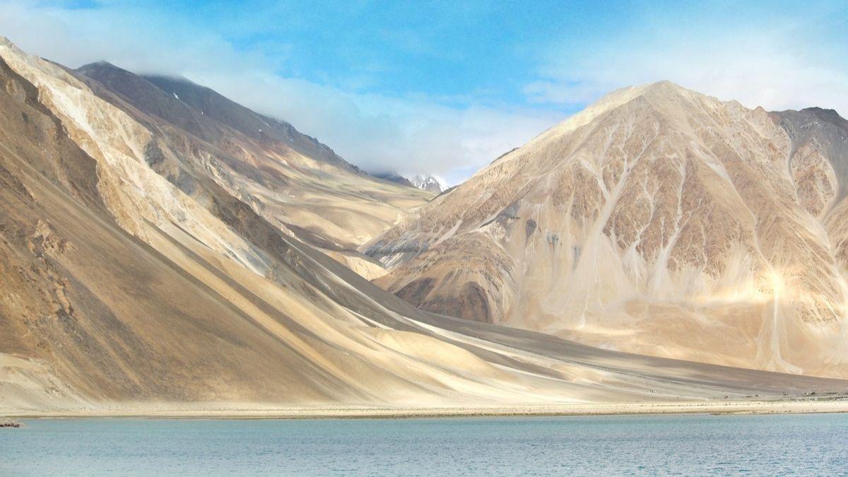 La curiosa historia del lago de los esqueletos del Himalaya